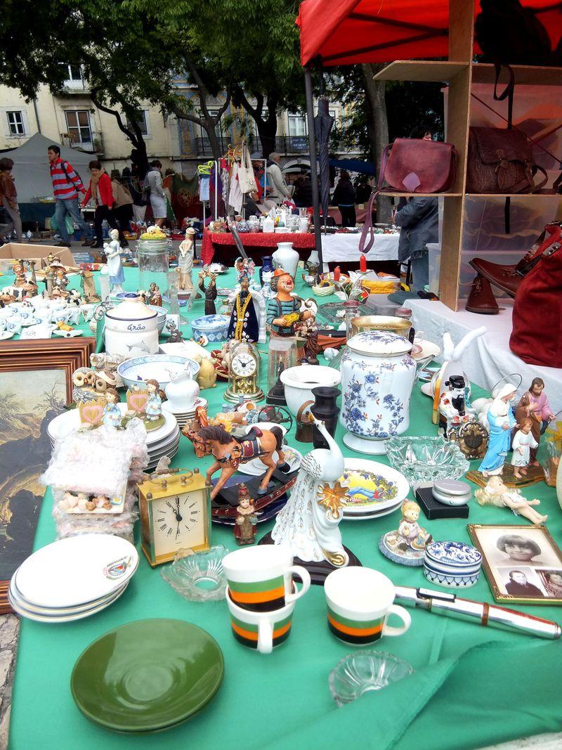 何でもありの雑多感が面白い!ポルトガル・リスボン「泥棒市」