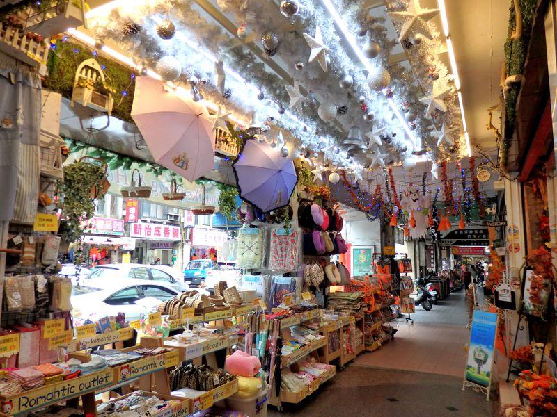 台北駅裏の問屋街「華陰街」で、鞄・雑貨・アクセサリーなど