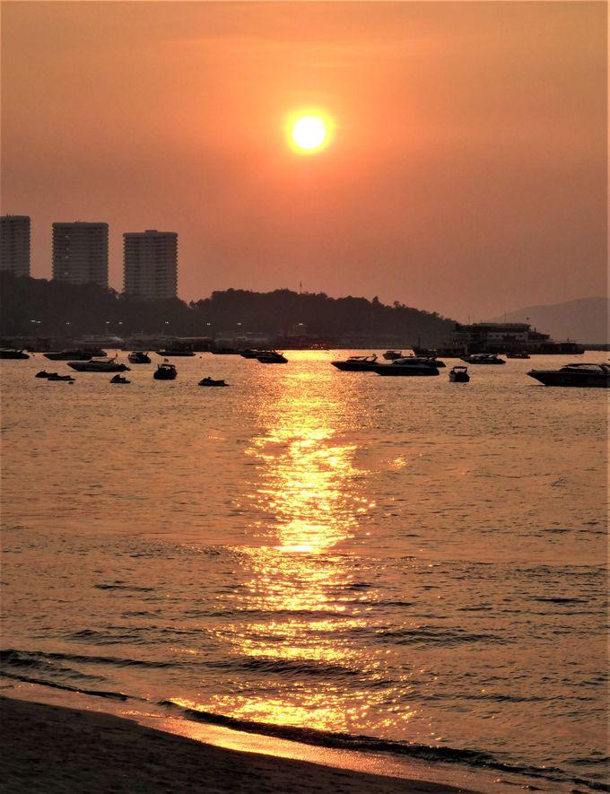 5.潮風が気持ちいい浜辺から、絶景の夕陽を眺めよう!