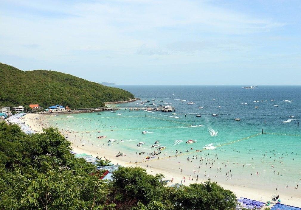 1.エメラルドグリーンの海が美しい!ラン島で泳ごう