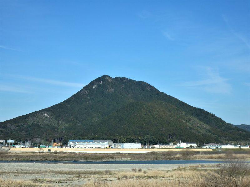 近江富士と呼ばれ、聖なる御神体でもある三上山へ登ろう!
