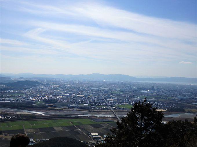頂上の展望所から滋賀・奈良・京都方面を一望しよう!