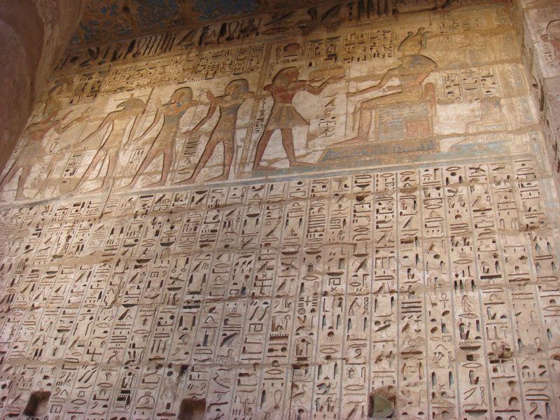 神殿、葬祭殿、墓のいたる所に刻まれているヒエログリフと壁画。気になる内容は!?