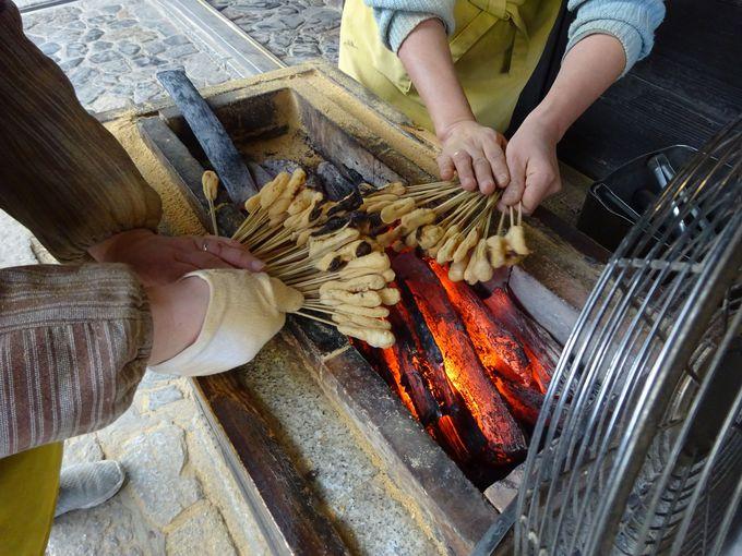 あぶり餅の香ばしい香りが漂う今宮神社参道