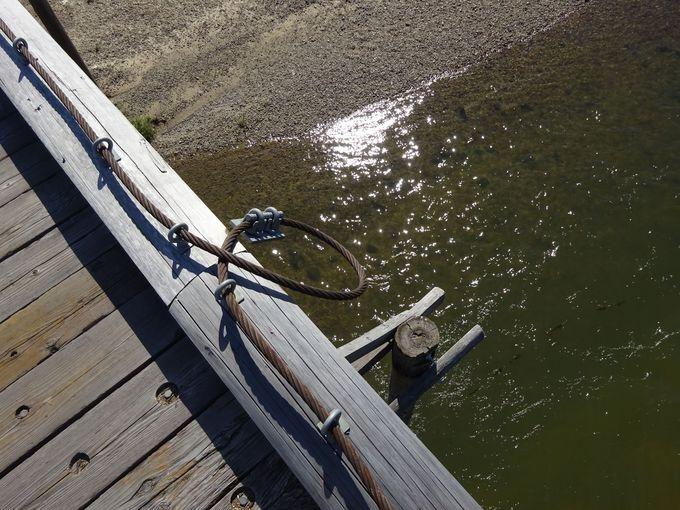 流れ橋はその名の通り流れる橋