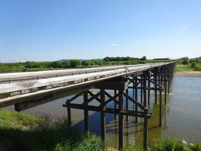 かつては木津川を渡し舟で往来