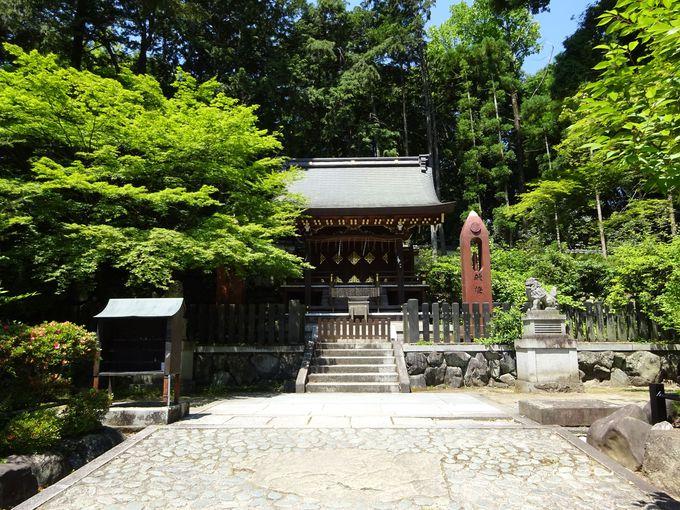 今宮神社には七夕伝説の織姫に機織りを教えた神様も鎮座