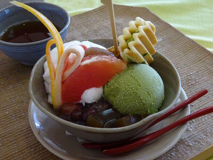 宇治にある「福寿園宇治工房」2階の福寿茶寮の抹茶パフェは彩り豊かで個性的