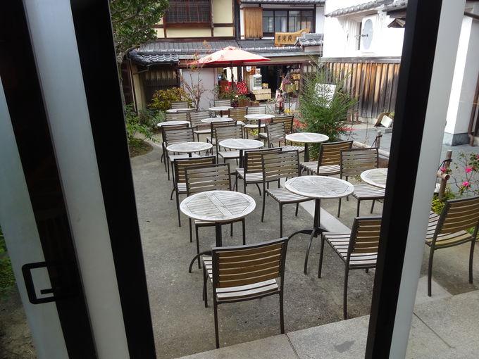 これぞ京都ワールド!落ち着いた店内とテラス席に注目