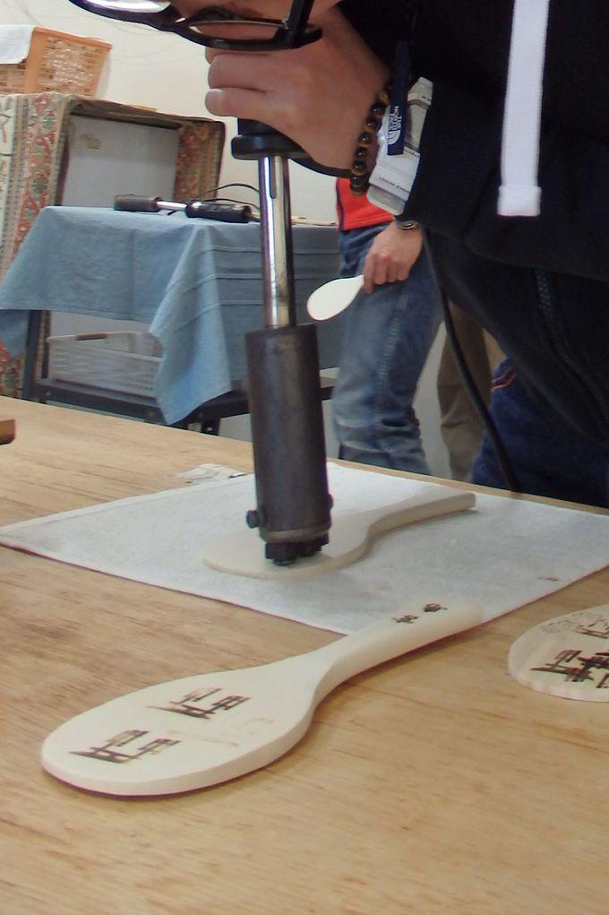 宮島伝統産業会館で伝統工芸の「杓子づくり体験」をしよう!