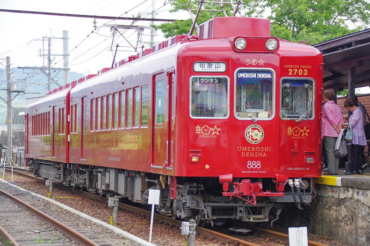 はかにもある和歌山電鐵のリニューアルデザイン電車