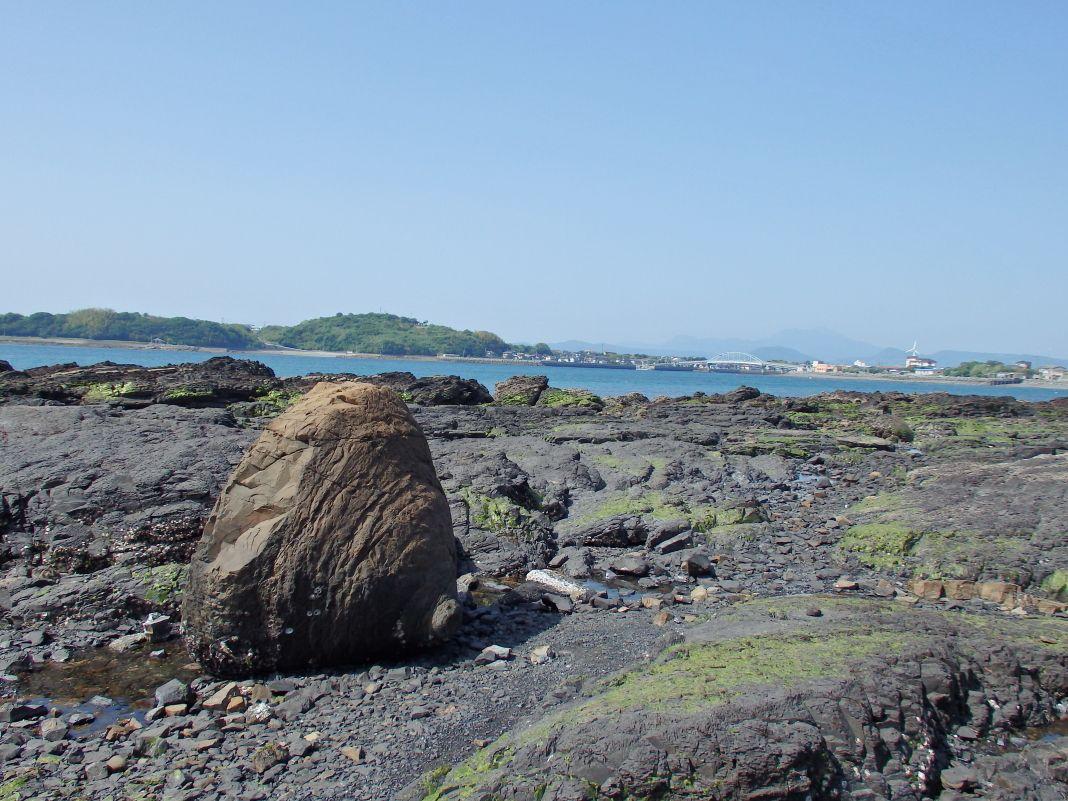 併せて楽しみたい観光スポット!奇岩「おっぱい岩」