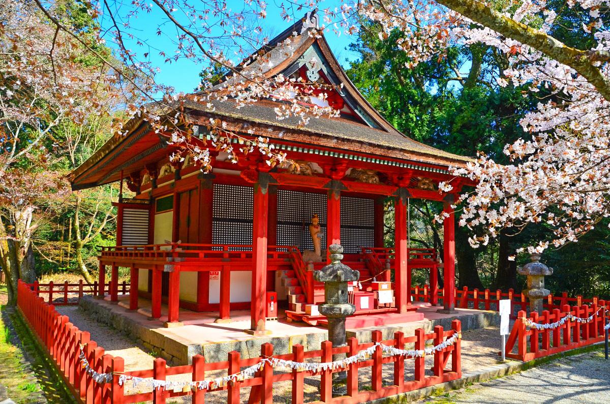 恋愛成就のパワースポット「恋神社」