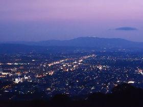 新日本三大夜景も!奈良「若草山」で抜群のロケーションを満喫