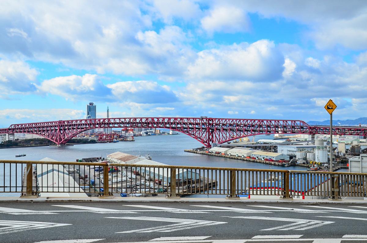 まるで橋のテーマパークのような眺望を楽しもう