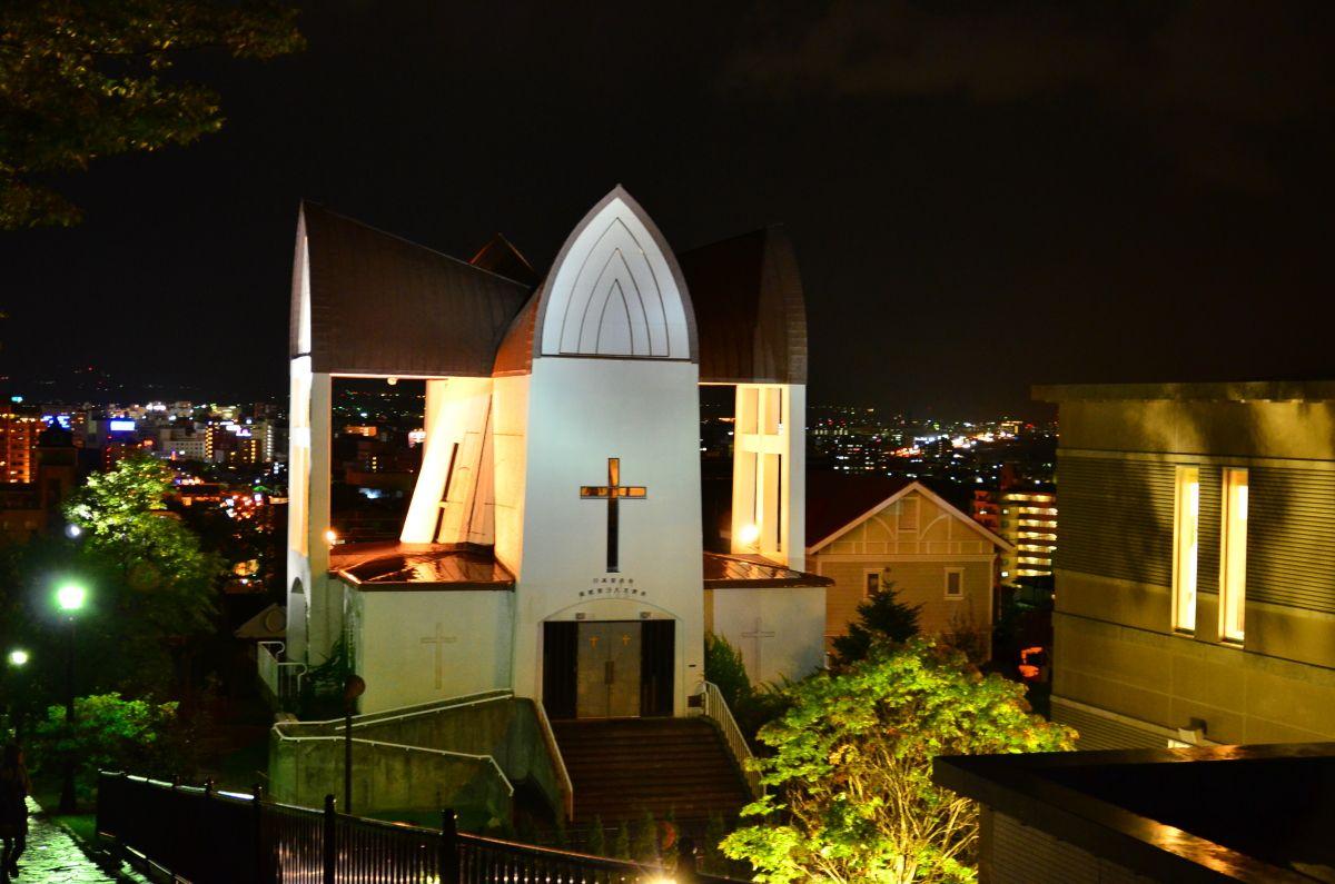荘厳な元町教会群のライトアップ