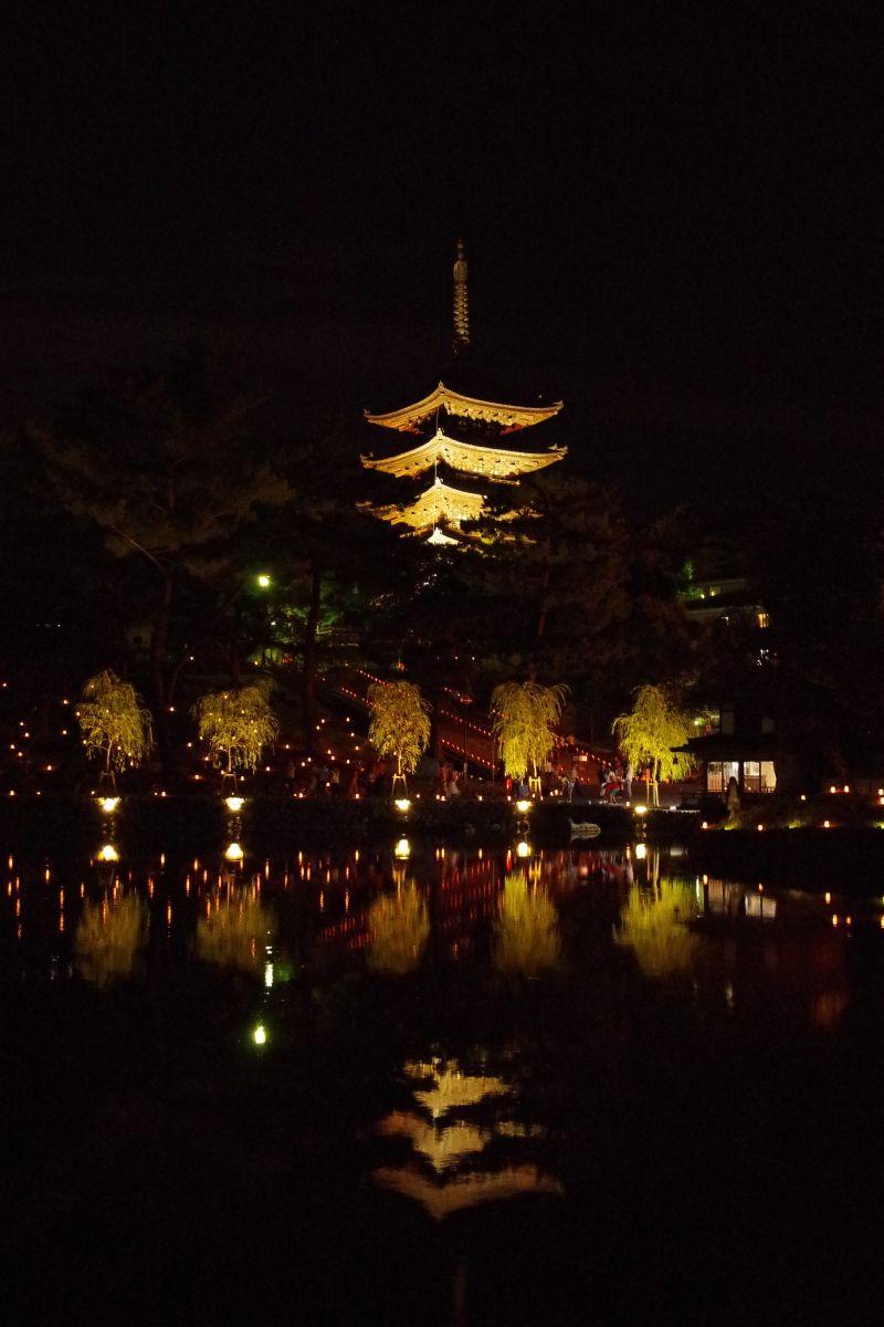 池面に映る興福寺五重塔が見事な「猿沢池と五十二段」エリア