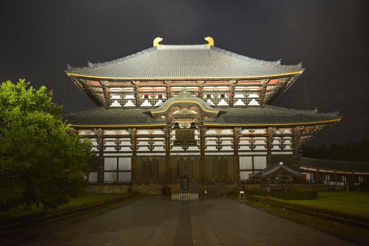 すさまじいばかりのオーラ!「東大寺大仏殿」のライトアップ