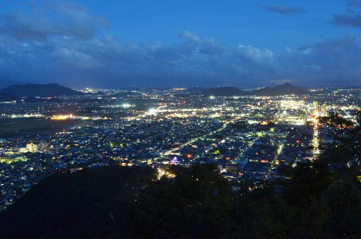 八幡山からの「八幡ドル」の夜景を楽しもう!
