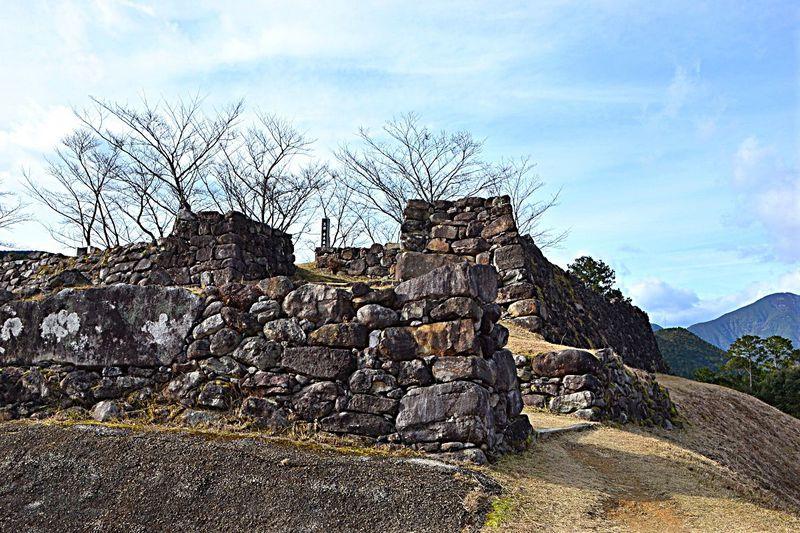 赤木城跡に残る見事な石垣