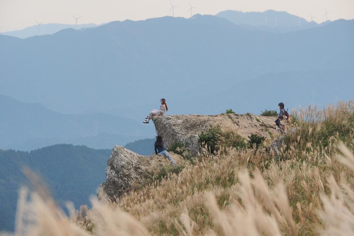 生石高原で人気のフォトスポット「火上げ岩」