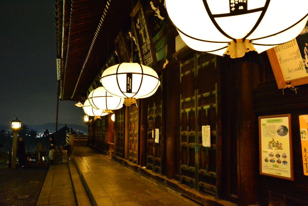 奈良市内のビュースポットでもある「東大寺二月堂」