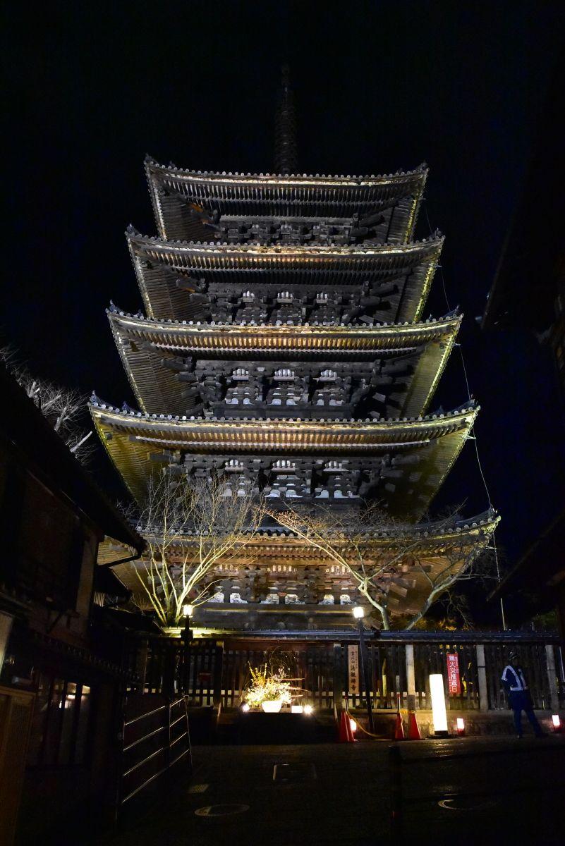 東山のシンボル「八坂の塔」のライトアップは必見