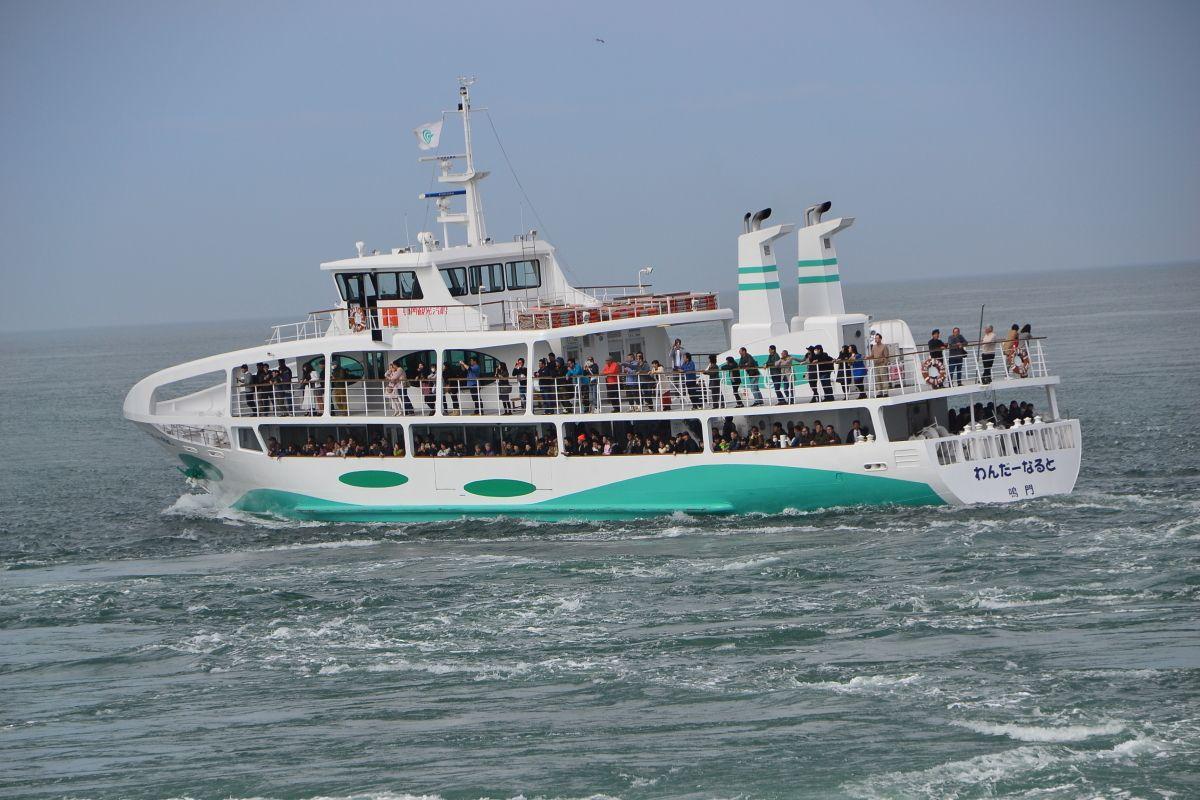 渦潮観潮船は徳島県鳴門市からも出港
