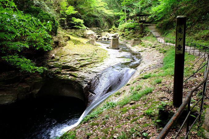 渓谷にかかる、いろいろな滝を楽しもう