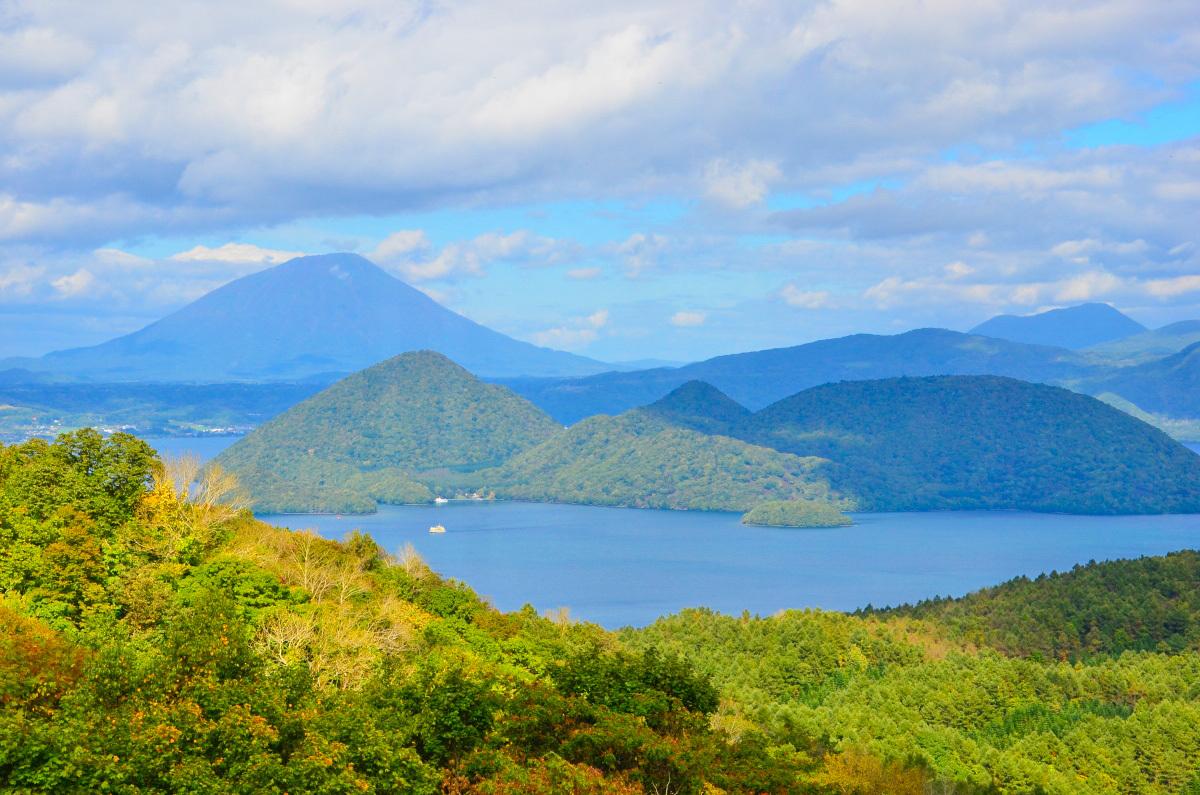 中島へのアクセスは洞爺湖汽船の「中島めぐり」で