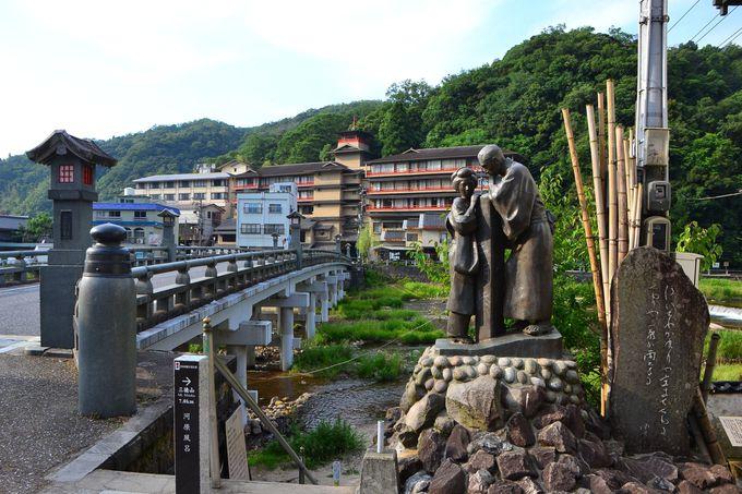 「三朝薬師の湯 万翆楼」は温泉街の散策に最適な宿