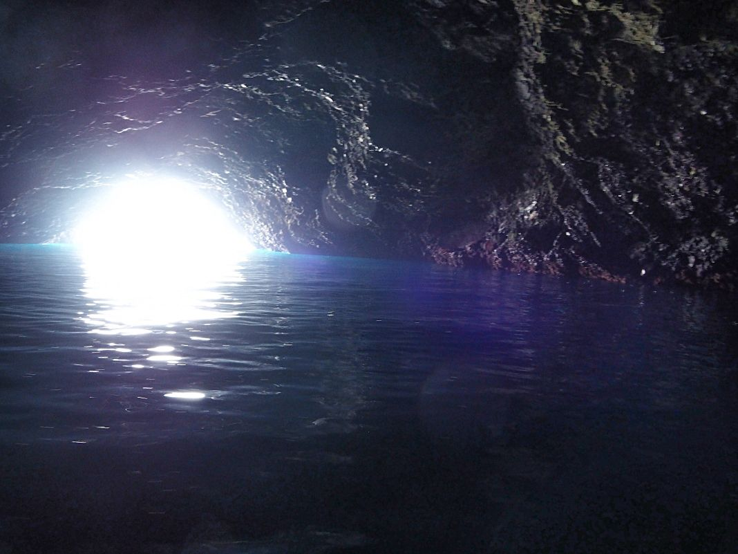 蒼いイリュージョン「青の洞窟アドベンチャークルーズ」も