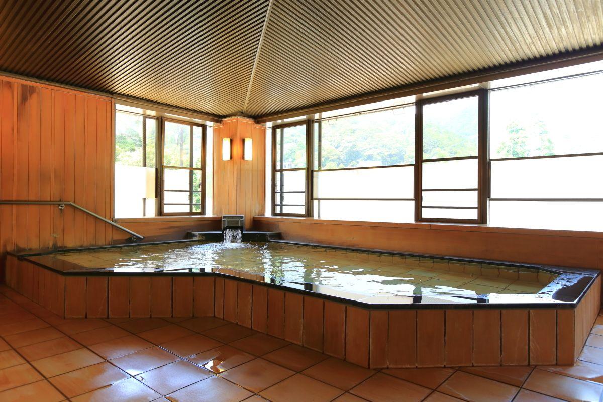 湯の山温泉「ホテル湯の本」で昼食と入浴を楽しもう