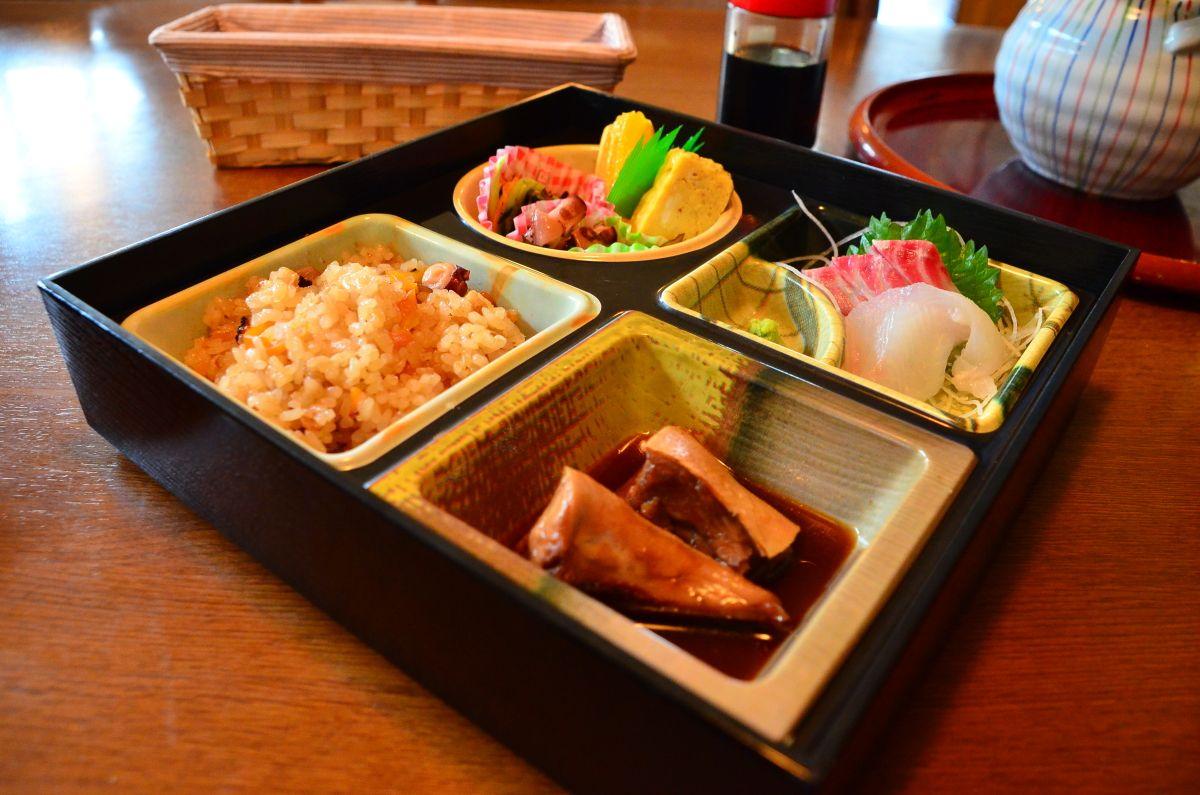 神島おすすめの昼食場所は