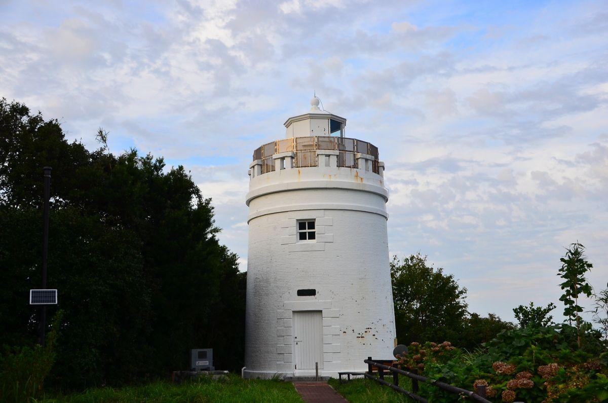 ヨーロッパの古城を思わせる白亜の「菅島灯台」