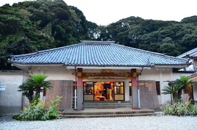 綿に包まれて姿が見えない神様「菅島神社」