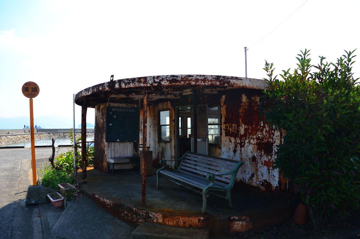 浦城バス停留所の待合室がカッコいい