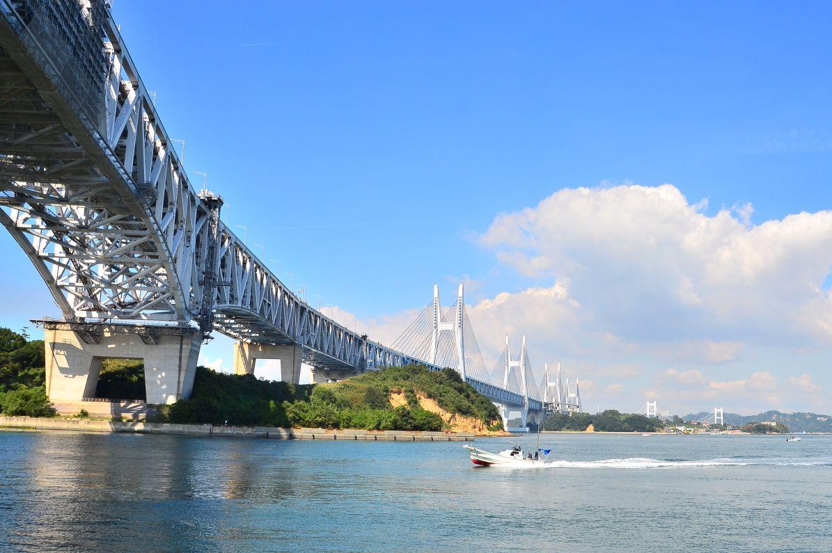 採石場跡からの瀬戸大橋は必見