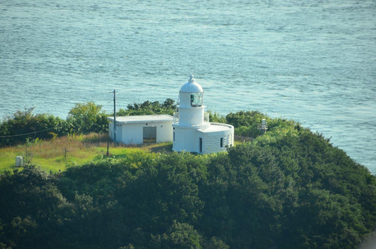 与島のシンボル「鍋島灯台」