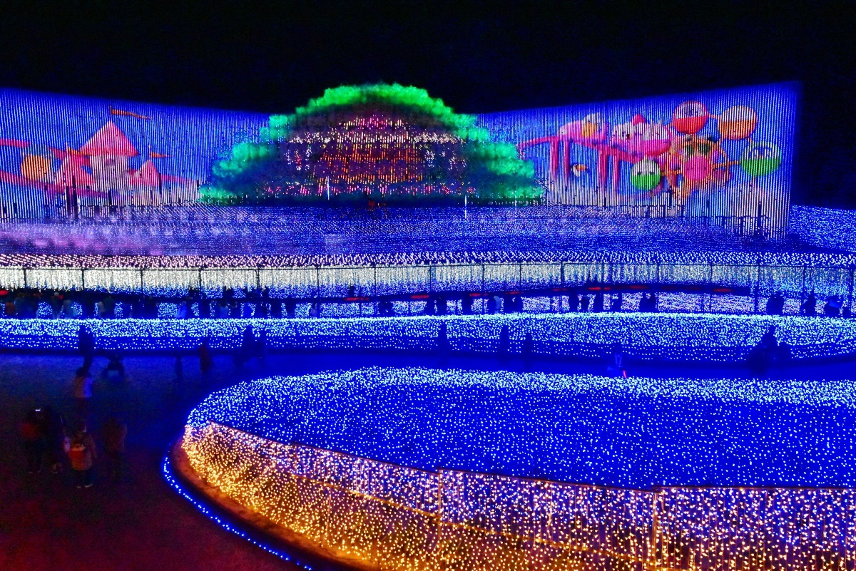 青い海が舞台の「海中の大樹」 空の旅が舞台の「天空の大樹」
