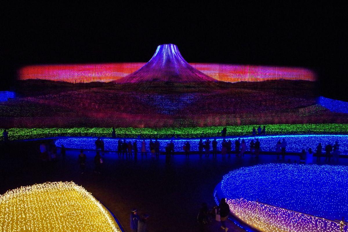 ダイヤモンド富士の夜明けの情景