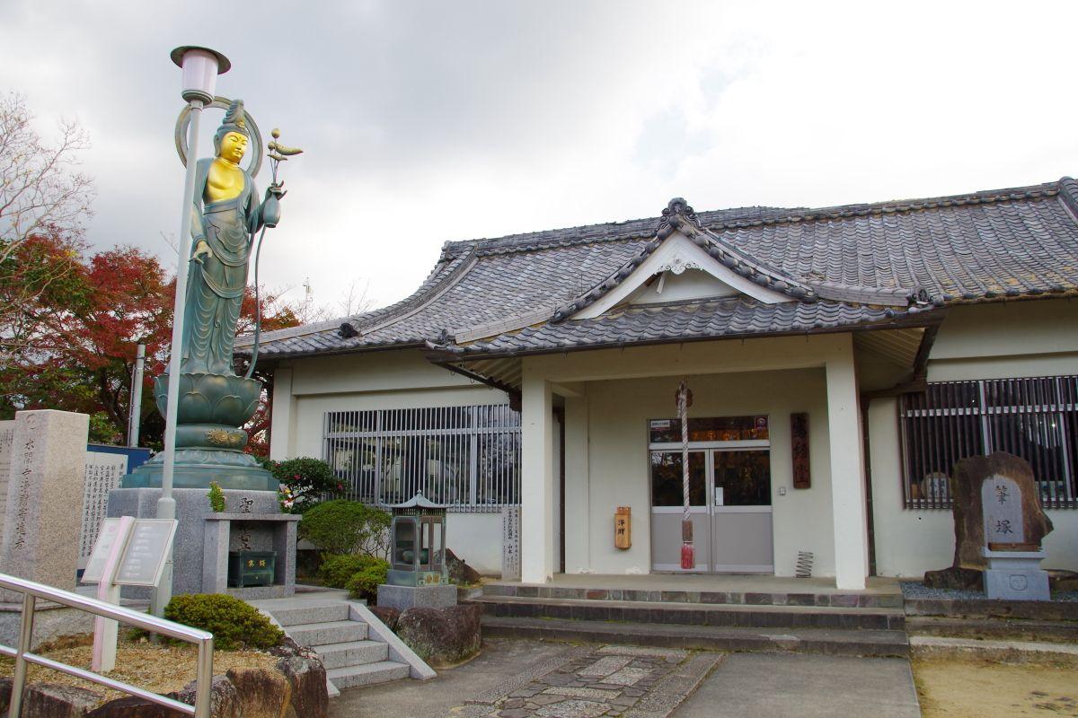 恋人の聖地「愛染堂」で恋愛成就を祈願しよう