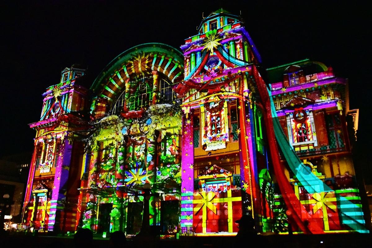 大阪市中央公会堂の音と光のアート「ウォールタペストリー」