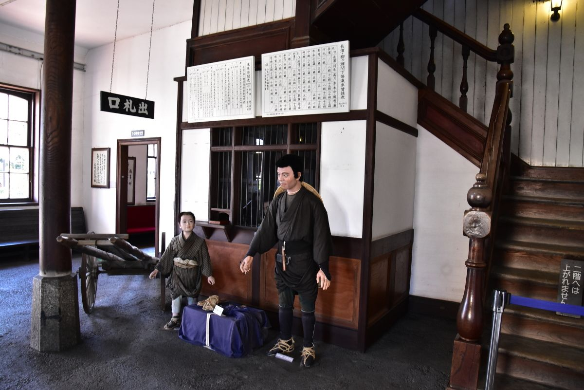旧長浜駅舎の桟橋からは日本初の「鉄道連絡船」が運航
