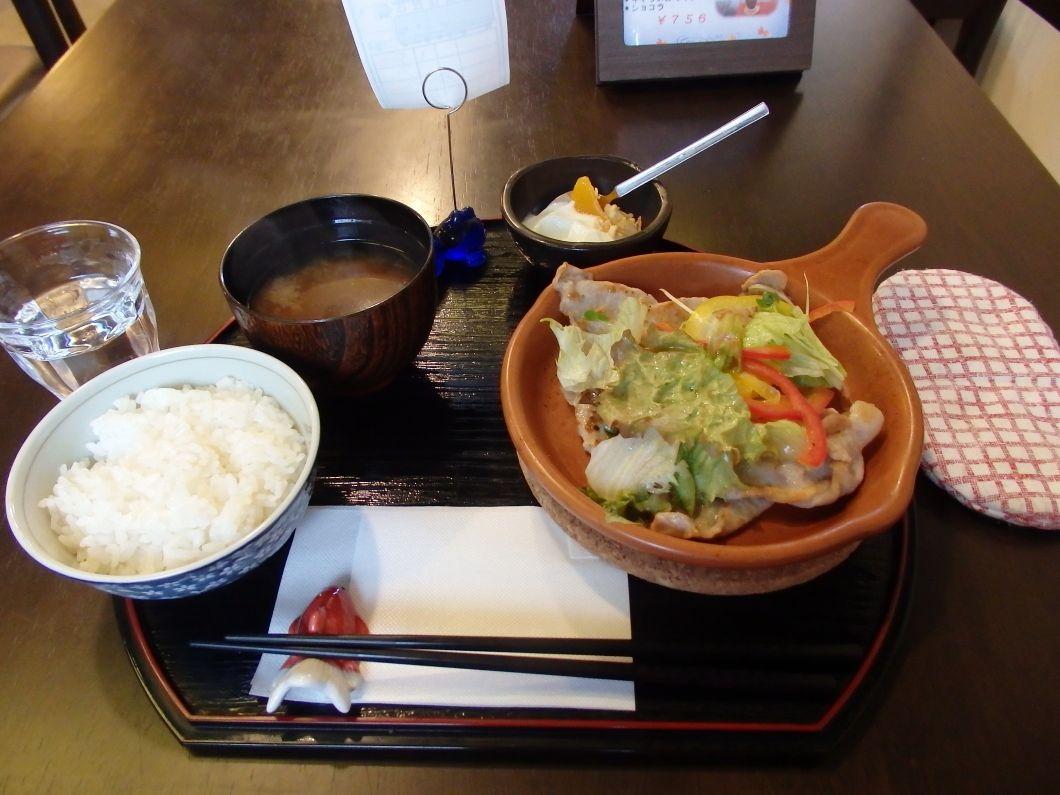 金魚が泳ぐカフェ「きんぎょcafe柳楽屋 陽だまり」