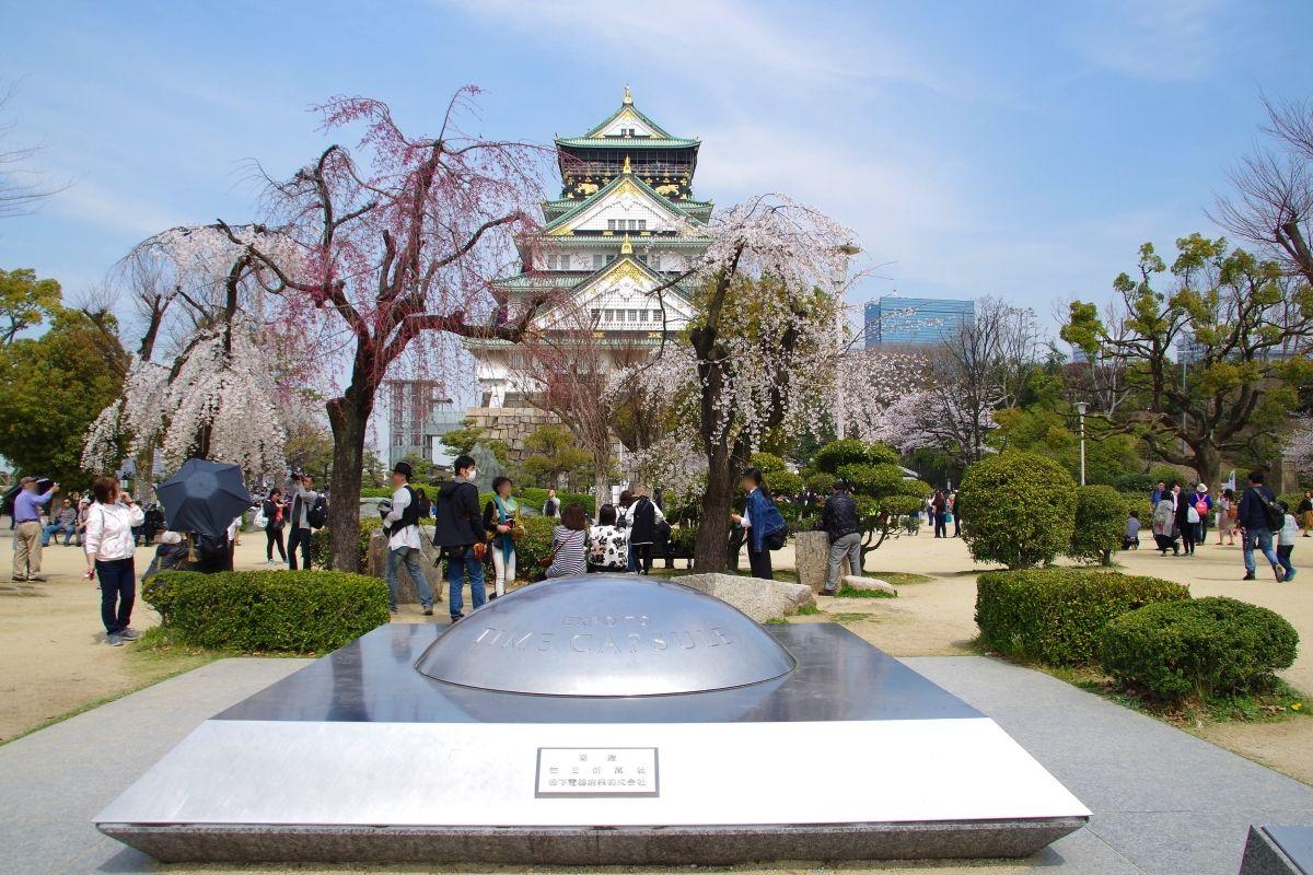 大阪城本丸の桜のフォトスポットは