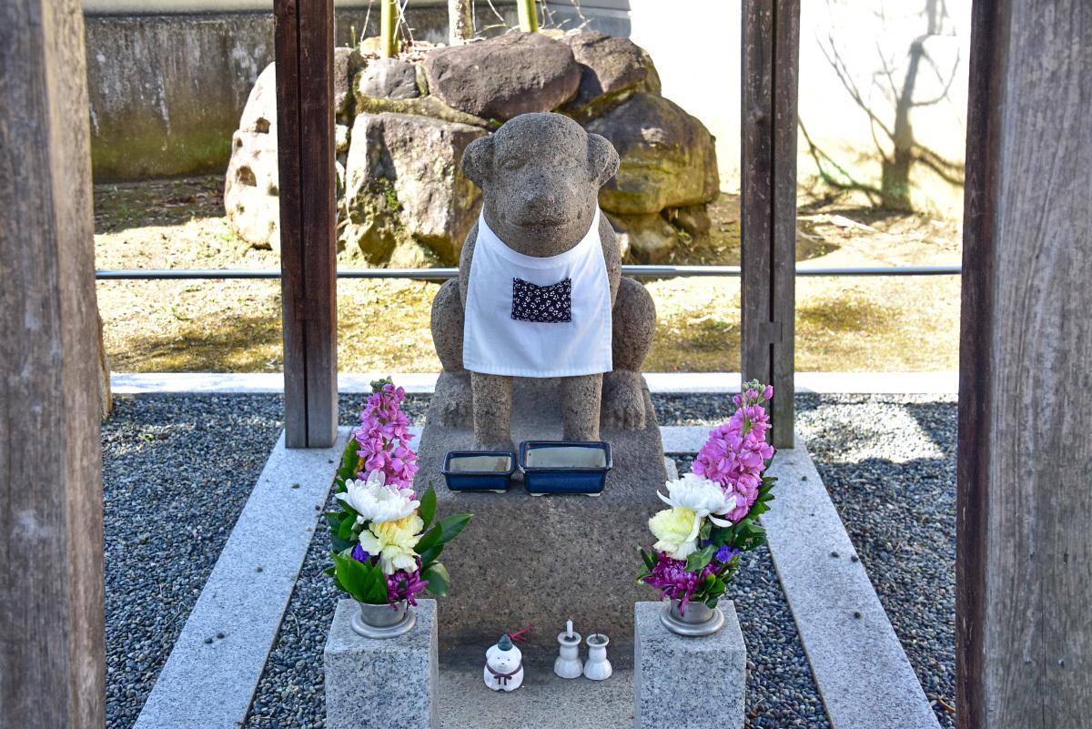 達磨寺を見守る「雪丸像」は約200年以上も前から