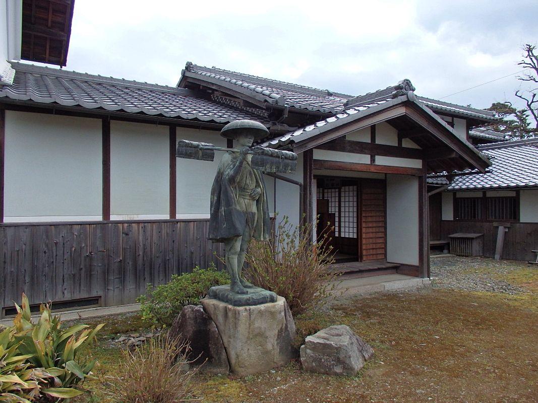 「外村宇兵衛邸」で五個荘商人の本家の生活と文化に触れる