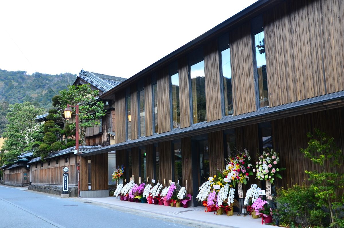 城崎温泉の新名所「さんぽう西村屋 本店」が誕生