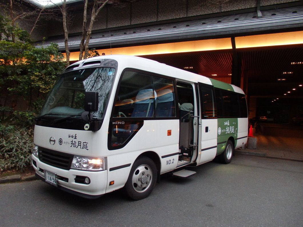 城崎温泉名物の「外湯めぐり」はシャトルバスで